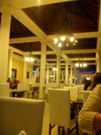 Club Tarhan Beach Hotel: Main restaurant