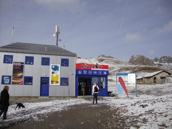 To piz nair cable station