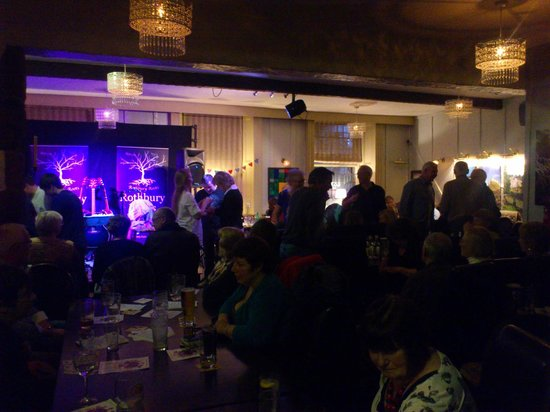The Queens Head - Restaurant: Rothbury Roots - room full
