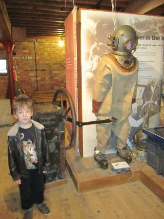 National Waterways Museum Gloucester: Diving suit at Gloucester Waterways Museum