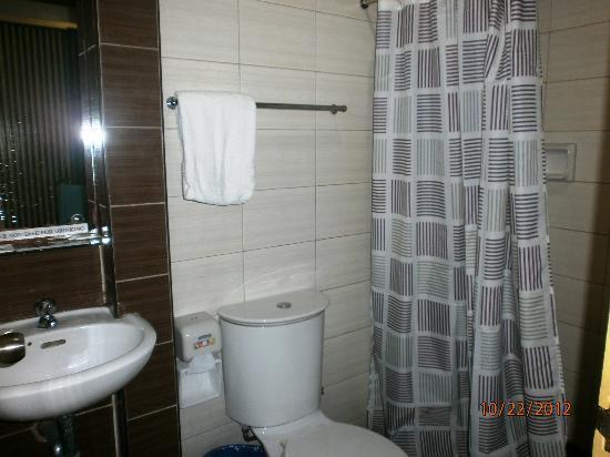 Riverside Inn: bathrooms are clean