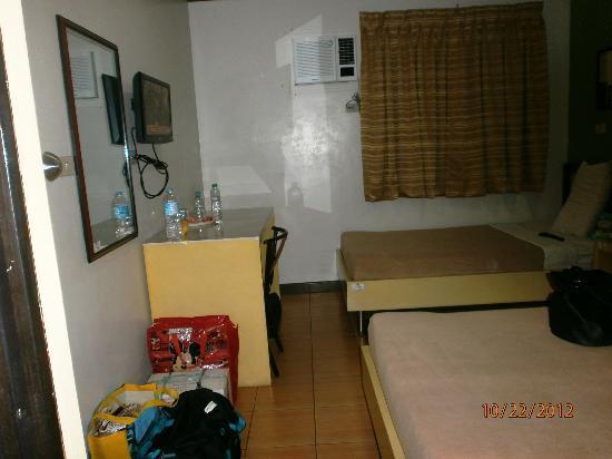Riverside Inn: single beds are bigger