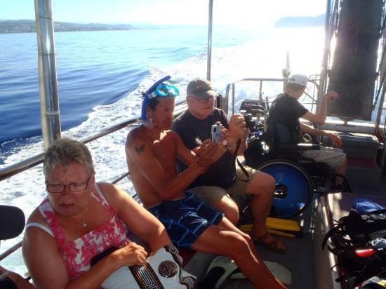 Captain Nick's Glass Bottom Boat Aphrodite : Hands together for the Captain