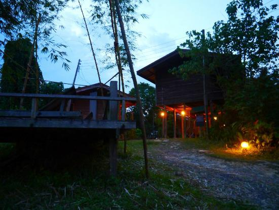 Paganakan Dii Tropical Retreat: Le lodge by night