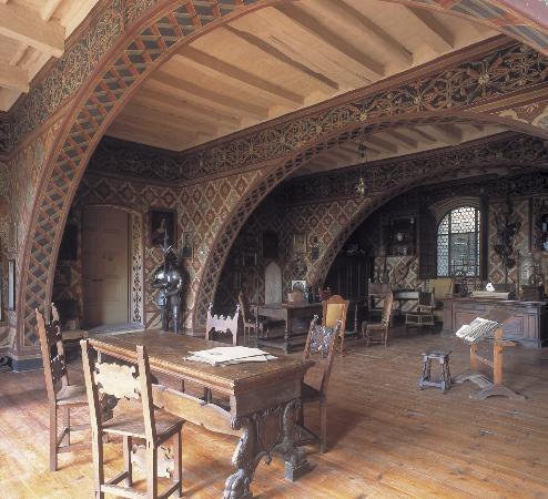 Museo-Laboratorio di Vetrate Artistiche Moretti Caselli : salone del 1400
