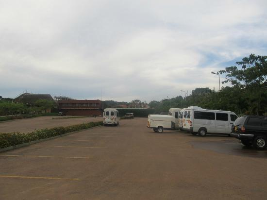 Munyonyo Commonwealth Resort: hotel parking