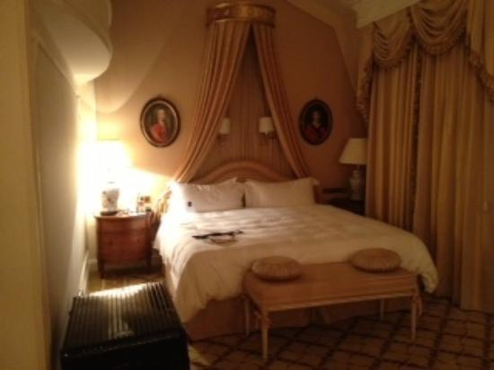 Hotel Imperial Vienna: The bed area