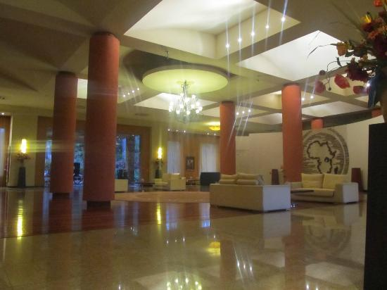Munyonyo Commonwealth Resort: lobby