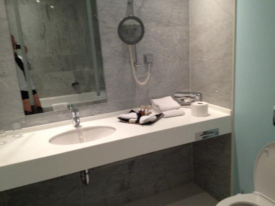 Badewanne Mit Dusche Integriert : Badewanne mit Dusche integriert ...