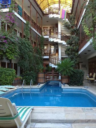 Karyatit Hotel: Hotel Innenbereich