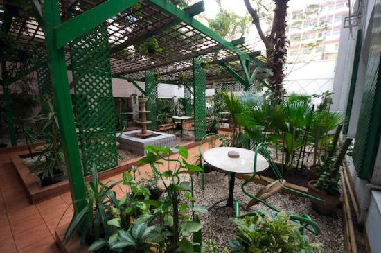 Victoria Hotel: Patio / Garden