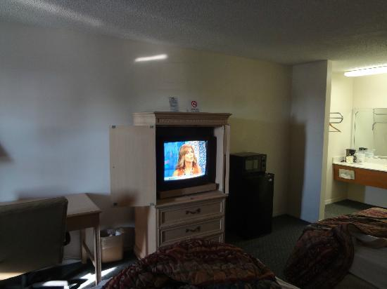 Days Inn Madison: tv, microwave, and fridge