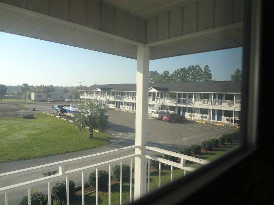 Days Inn Madison: view from 2nd floor corner room