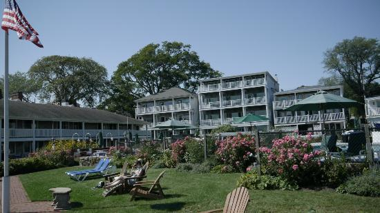 Harborside Inn: Looking back at the hotel from the grounds
