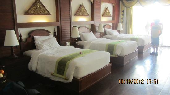 Borei Angkor Resort & Spa: Triple room