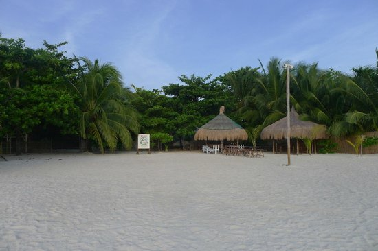 AABANA Beach & Watersport Resort Malapascua: Beachfront