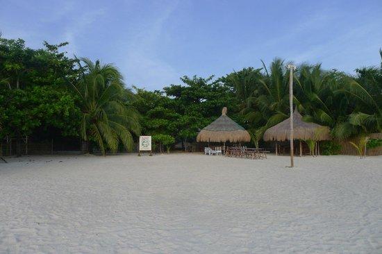 AABANA Beach & Watersport Resort Malapascua: Beachfront 