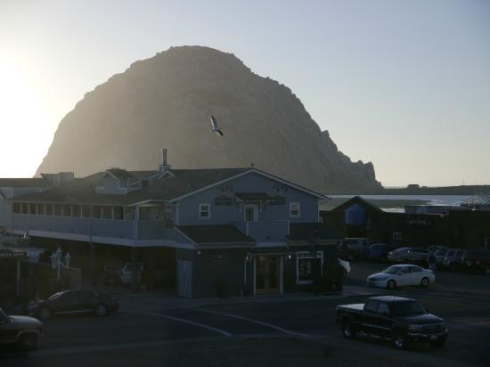 Blue Sail Inn: Morro Rock from the balcony