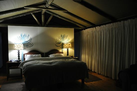 Sibuya Game Reserve: 4 -Star Luxury Tented Camps and Lodge: Nachts im River Camp Zelt