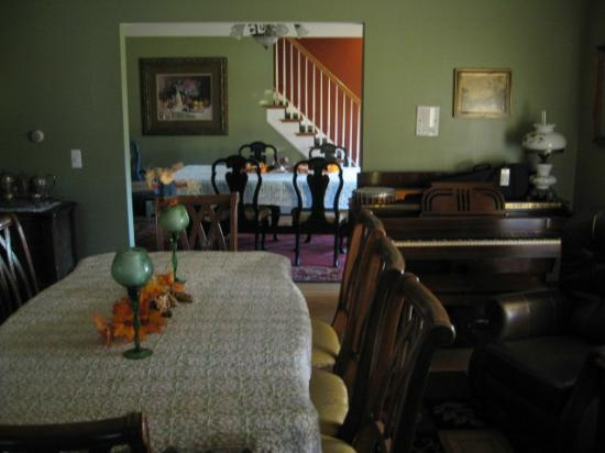 Shamrock Farms Bed and Breakfast: Tea Rooms