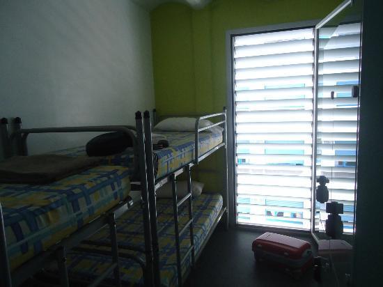 HelloBCN Hostel: camera