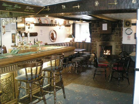Masons Arms Gargarve: bar with open fire