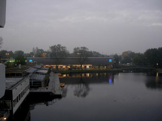 Fletcher Hotel-Restaurant Leidschendam-Den Haag: uitzicht op een mistige ochtend