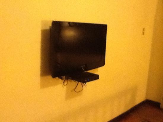 Sonesta Posadas del Inca Yucay: Televisor en las habitaciones