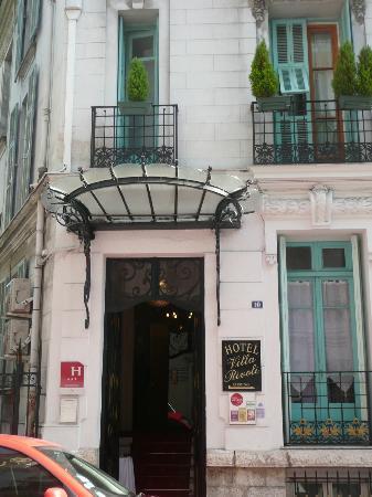 Hotel Villa Rivoli: front entrance