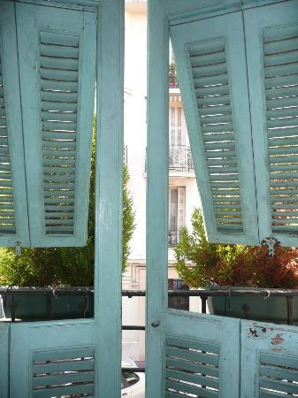 فيلا ريفولي: our room window 