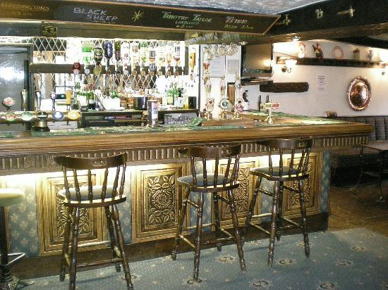 Masons Arms Gargarve: welcoming bar area