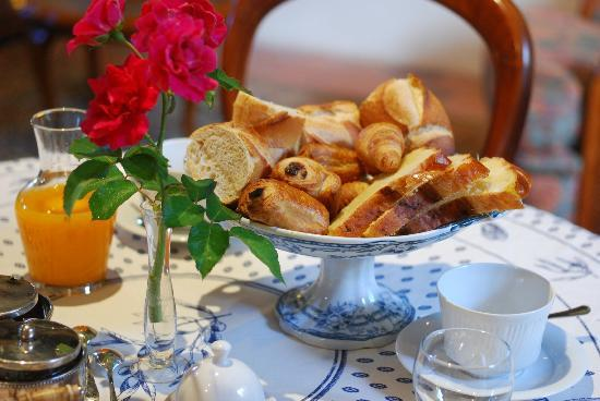 Les Camelias: Petit déjeuner