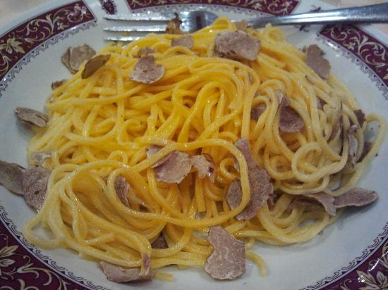Ugo Gastronomia: Tagliatelle mit weissen Trueffeln