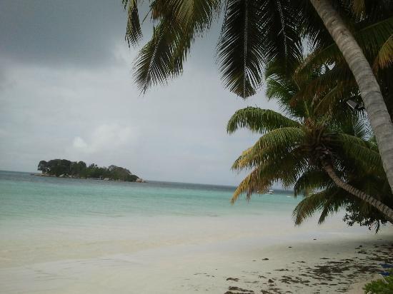 Berjaya Praslin Resort - Seychelles: beach
