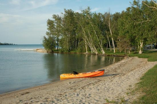 Clearwater Lake Provincial Park: Beach at Camper's Cove Campground, Clearwater Lake