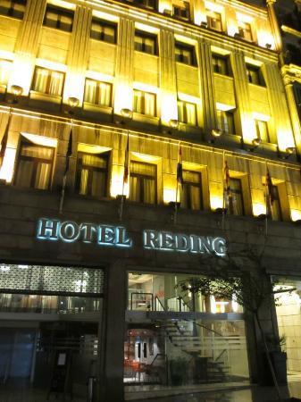 โฮเต็ล เร้ดดิ้ง: voorkant hotel, nog geen 5 minuten lopen van de Ramblas