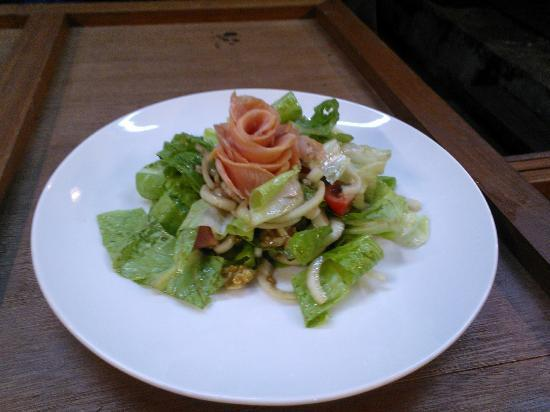 Gusto Food & Wine: fantastic smoked salmon salad