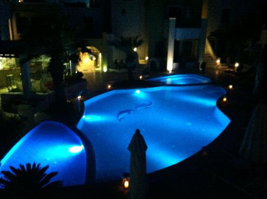Tamarix del Mar: Pool at night