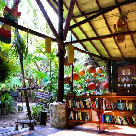 Nueva Vida de Ramiro: The lobby