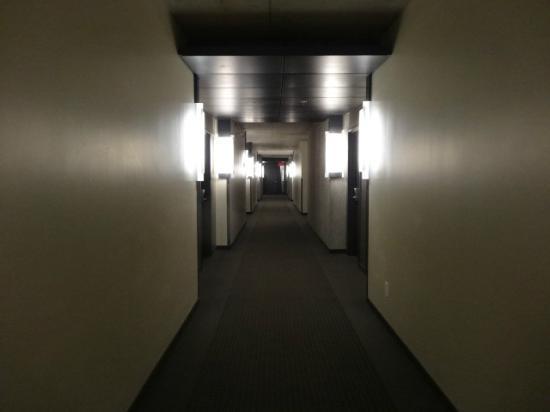 Grand Times Hotel: hallway