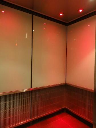Grand Times Hotel: elevator