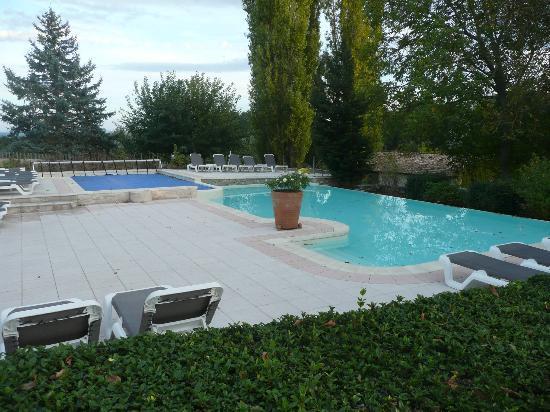 Charembeau : pool area