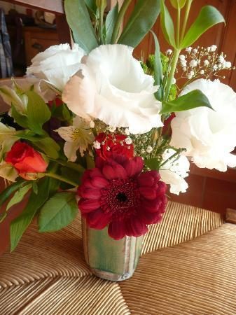 Charembeau : fresh flowers daily in our room