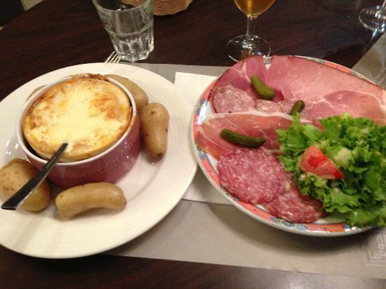 Restaurant brasserie de la poste dans pontarlier avec for Concept cuisine pontarlier