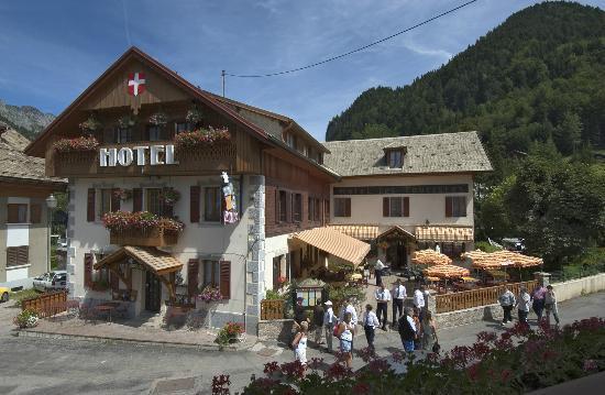 Les Touristes: hotel terrasse