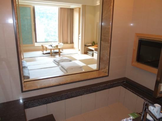 Evergreen Resort Hotel - Jiaosi: view from bath room