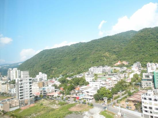 Evergreen Resort Hotel - Jiaosi: hill view from the room