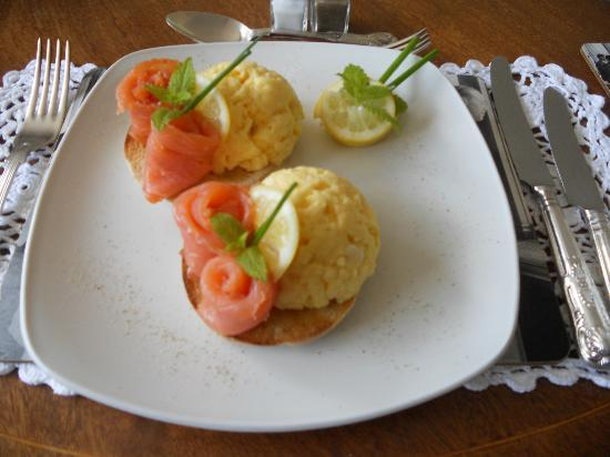 Brown's Old Orchard Cottage: One of the breakfast selections