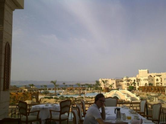 Kempinski Hotel Soma Bay : View from breakfast