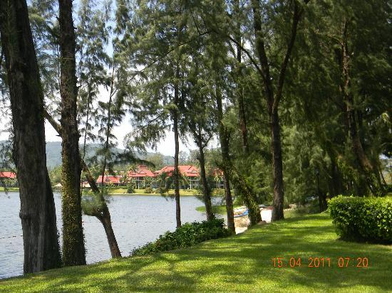 Dusit Thani Laguna Phuket : lake view